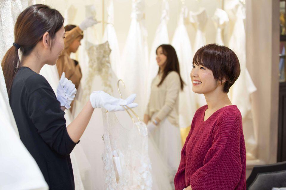 おしゃれな空間でお気に入りのドレスを試着できる大人気の撮影会に密着!Dresses撮影会レポート