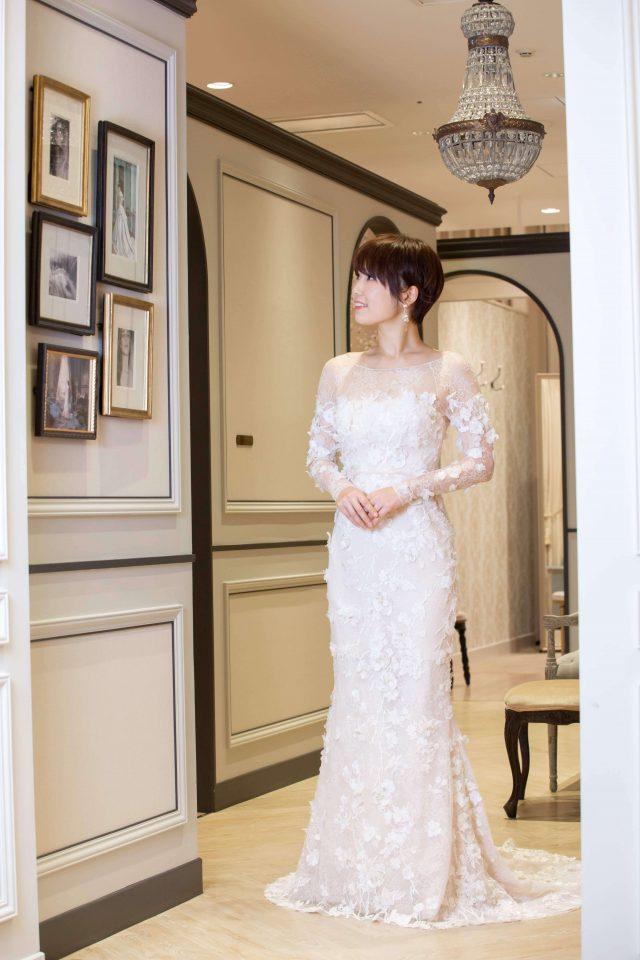 立体的なフラワー刺繡が溢れる、うっとりとさせるMira Zwillinger(ミラズウィリンガー )の最高級ドレス