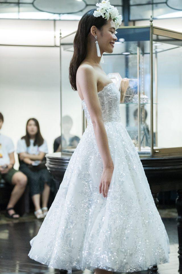NAEEM KHAN(ナイーム・カーン)のレディライクなミモレ丈のドレス