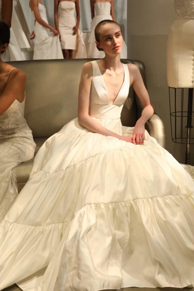 タフタ素材 ウェディングドレス