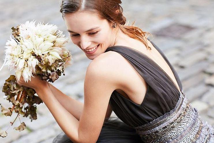 モダンな花嫁さまのために!おしゃれなヘアスタイルと似合うウェディングドレス