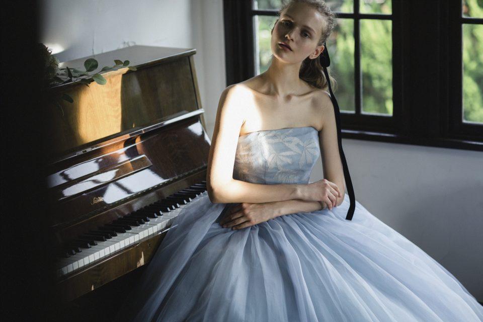 ニュアンスカラーのドレス
