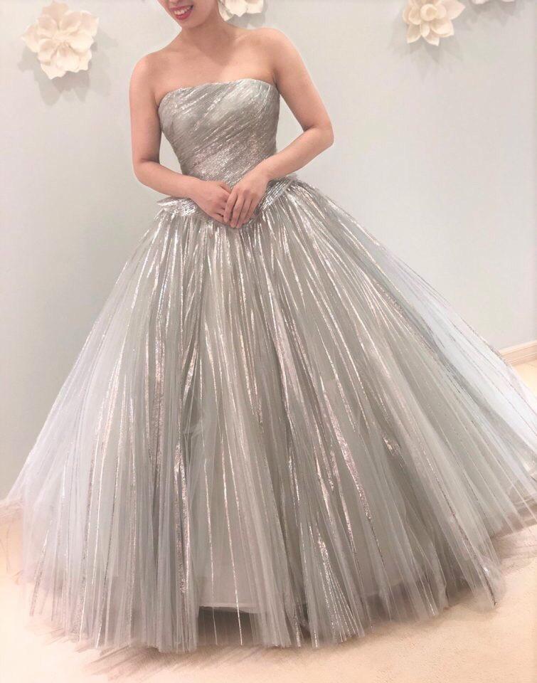どこをとっても美しいPeter Langner(ピーターラングナー)の個性的なカラードレス