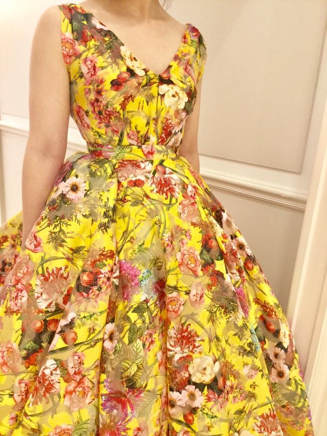 色鮮やかなシルクオーガンのYolan Cris(ヨーランクリス)のカラードレス