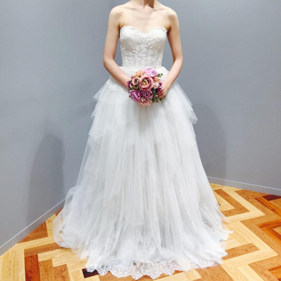 Reem Acra(リーム・アクラ)が作り上げるぺプラムドレス