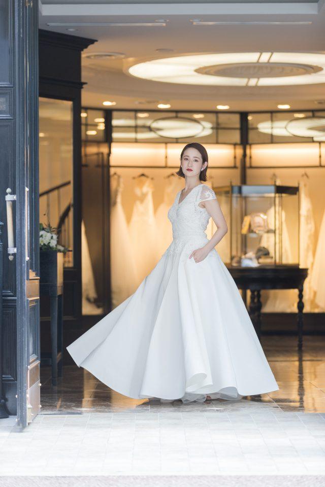 スタイリッシュなNAEEM KHAN(ナイームカーン)のウエディングドレスで洗練された花嫁さまに