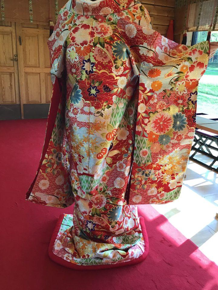 四季の花が施された和装のご紹介