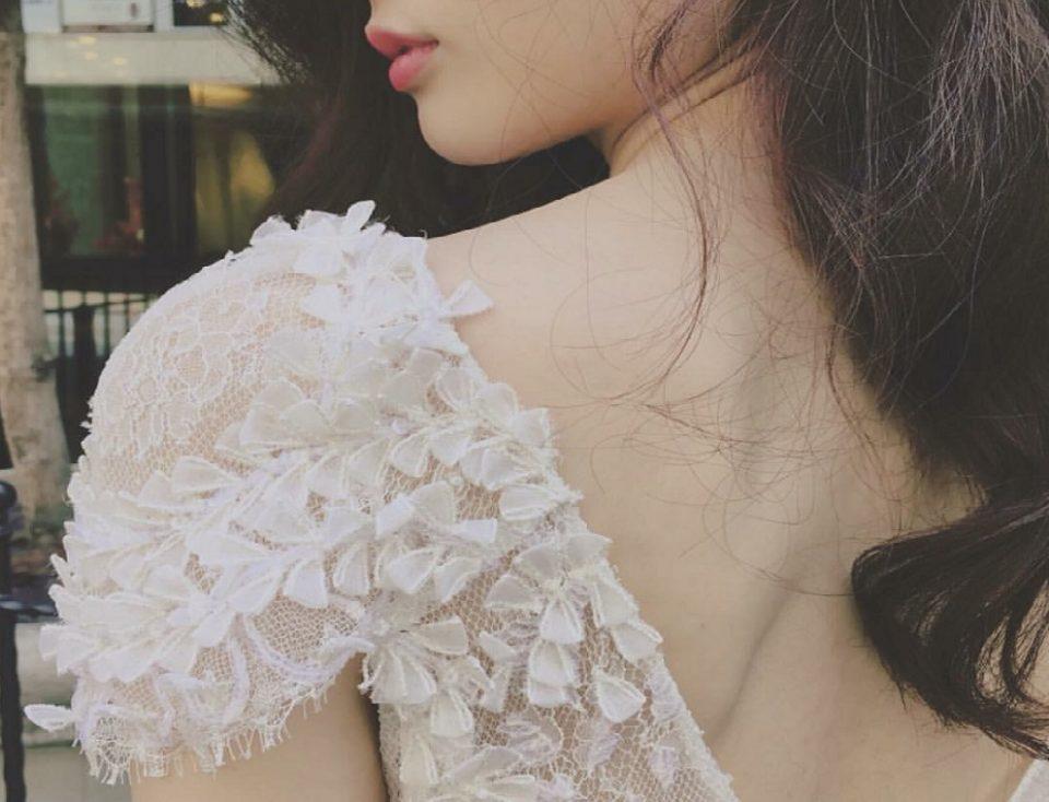 花嫁様に人気!上品、クラシカル、エレガント、二の腕もカバーできる お袖付ドレス特集