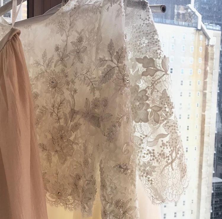 羽織るだけでワンランクUP♡ボレロやケープでウェディングドレスを楽しもう