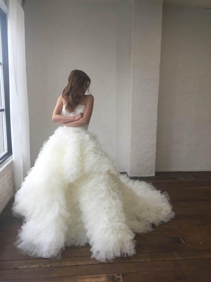 エンゾアニのボリュームラインウェディングドレス