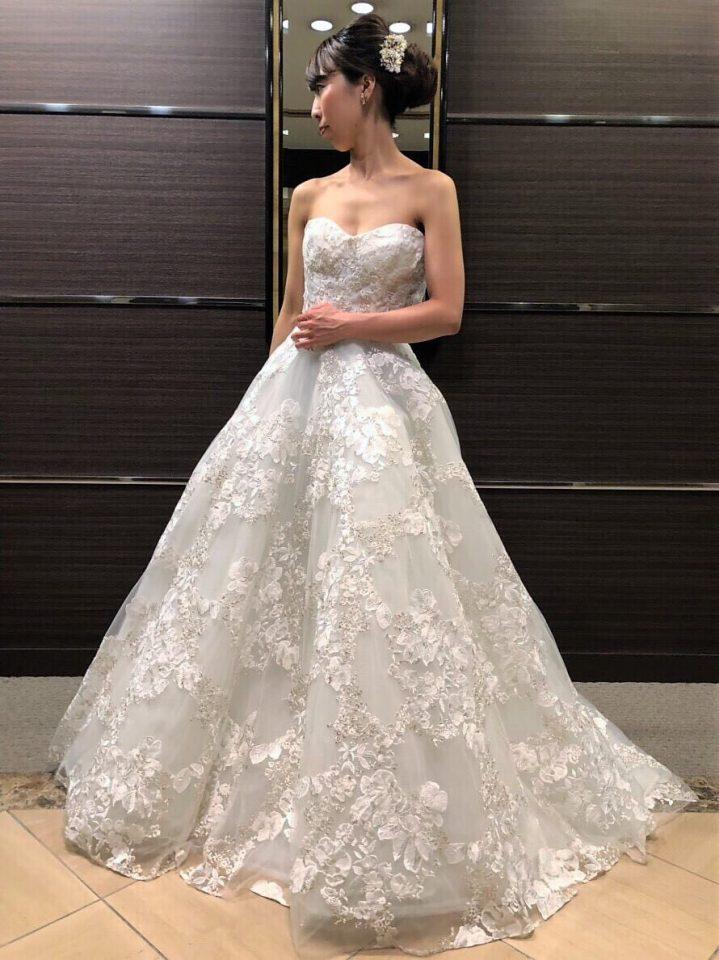 華やかなフラワー刺繍がアクセントRITA VINIERIS(リタビニエリス)の新作ドレス