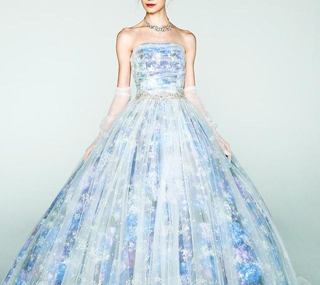 天の川のような美しいウェディングドレスが欲しい!星空みたいに輝くドレス5着