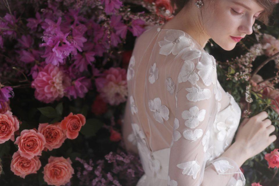 おしゃれの3Dフラワードレスで叶えるファッショナブルな花嫁姿