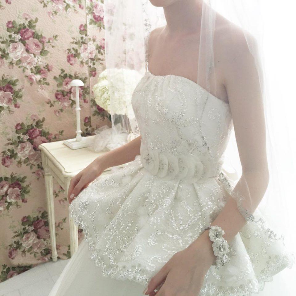 ブーム再来!花嫁さまの体型を最大限に美しく見せてくれるペプラムドレス