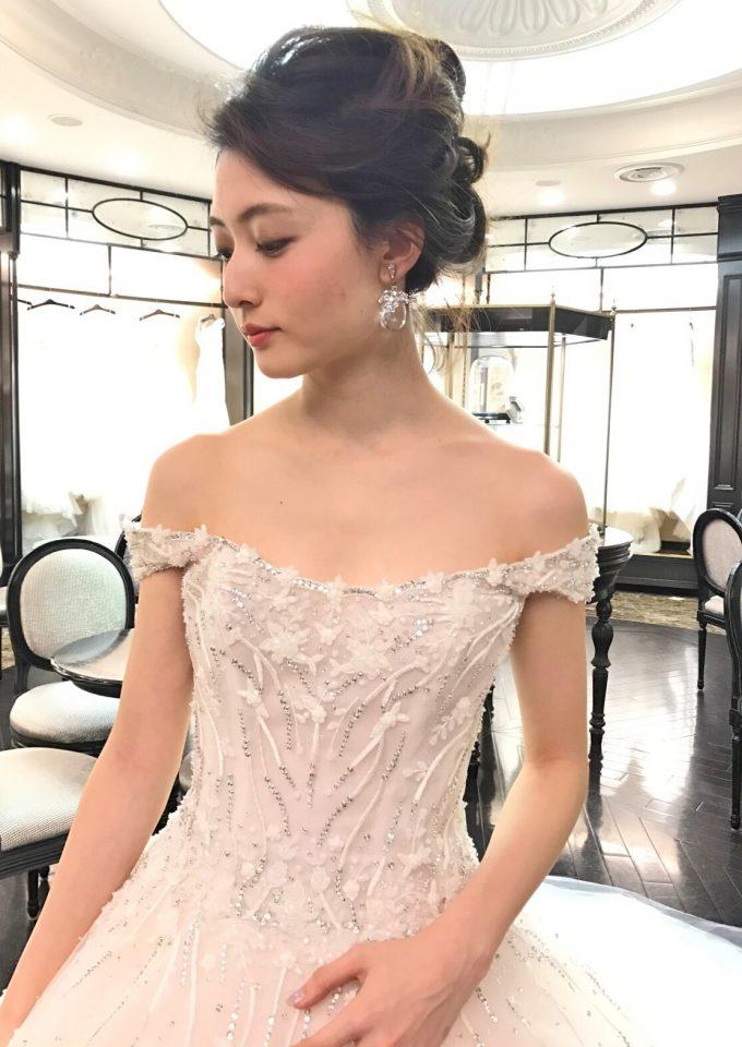 ines di santoのピンクアイボリーのウェディングドレス