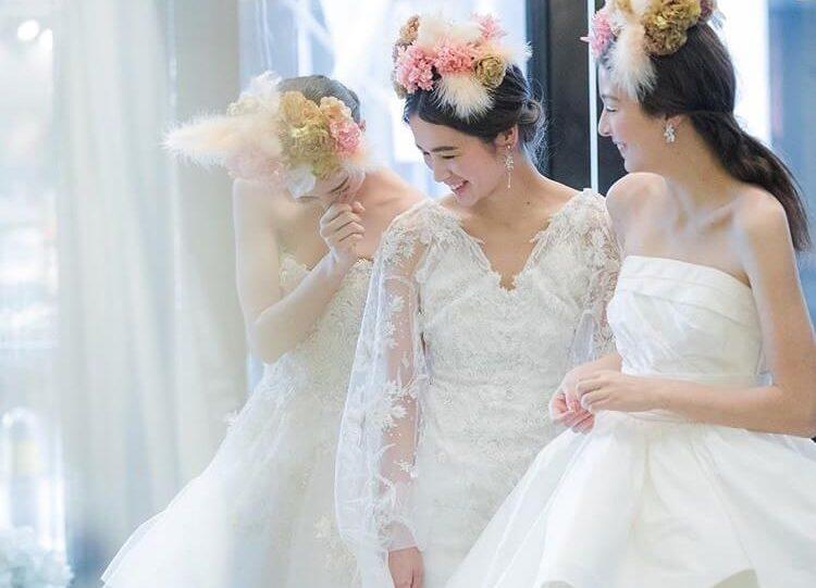 ドレスショップJUNO(ジュノ)のウェディングドレスを着た女性/Dresses