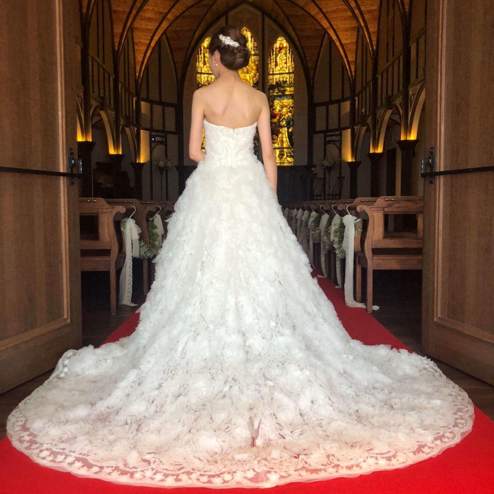 MARCHESA(マルケーザ)の存在感あふれるウェディングドレスで叶える王道チャペルウェディング
