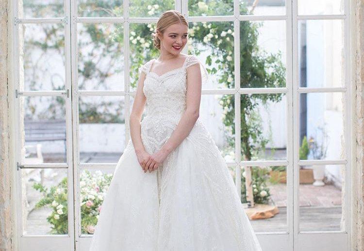 白のウエディングドレスにも種類がある!自分に似合う色はどれ?