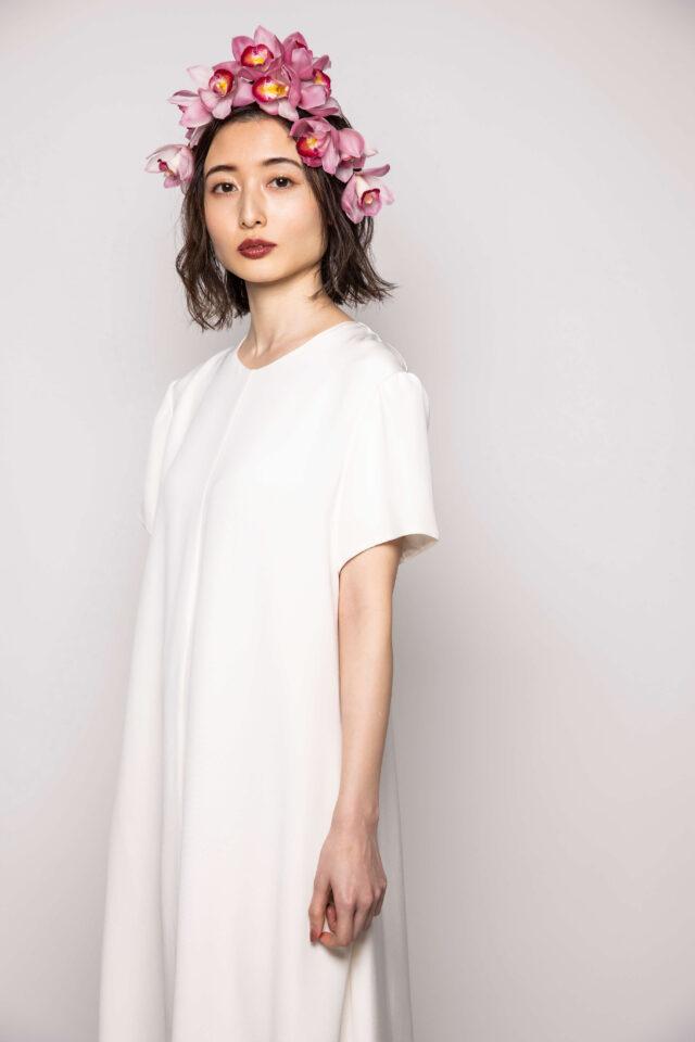 レナメドエフのファッショナブルなスレンダーラインのウェディングドレス