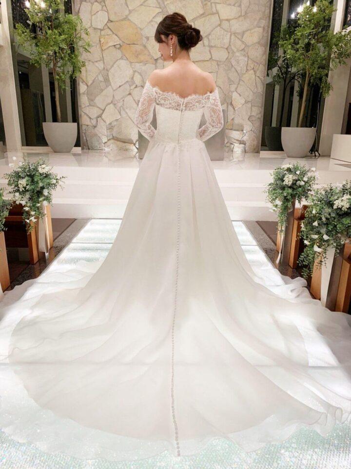ロングスリーブのクラシカルさと軽やかさを兼ね備えたウェディングドレス