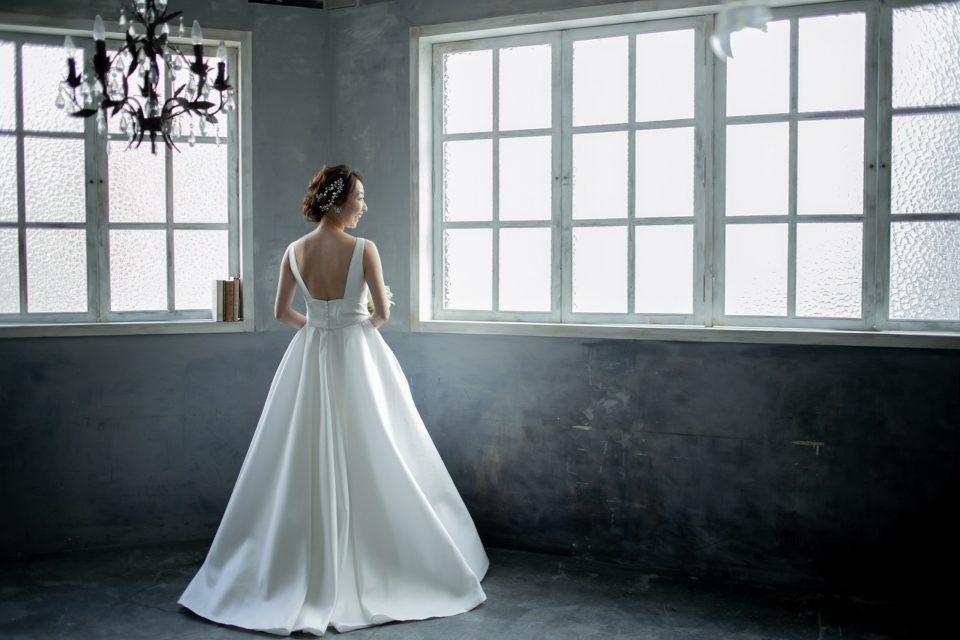 ウェディングドレス ピーターラングナー Aライン サテン バックスタイル