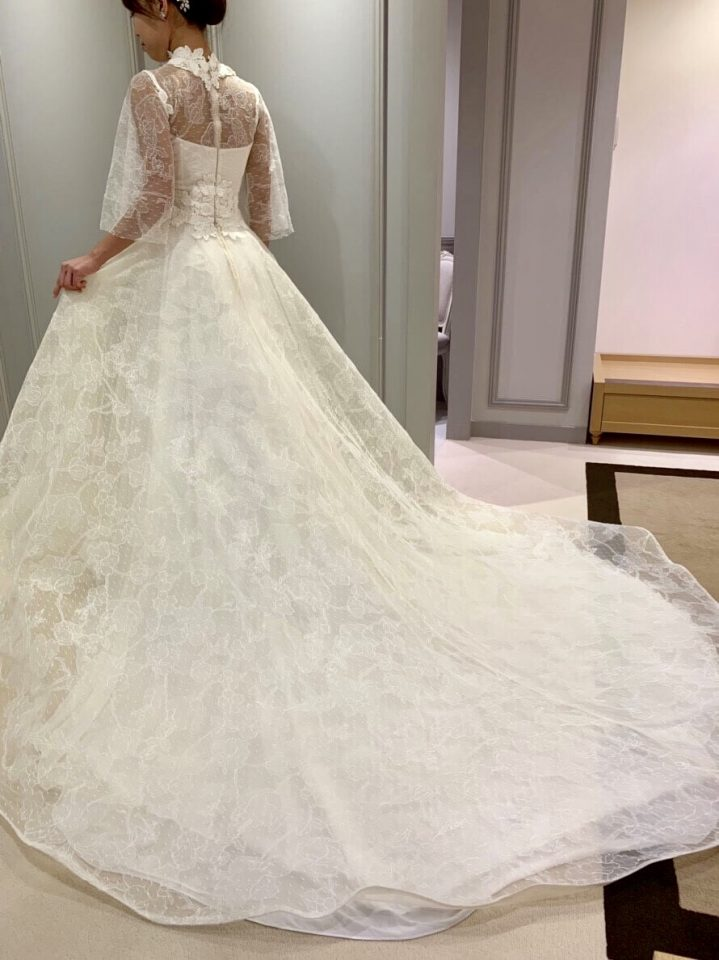 Fiore BiancaのNEWブランド GEMMY MAALOUF(ジェミーマアルーフ)のトランペットスリーブのドレス