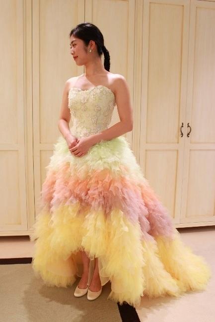 Fiore Bianca(フィオーレビアンカ)オリジナルのレインボーカラードレス