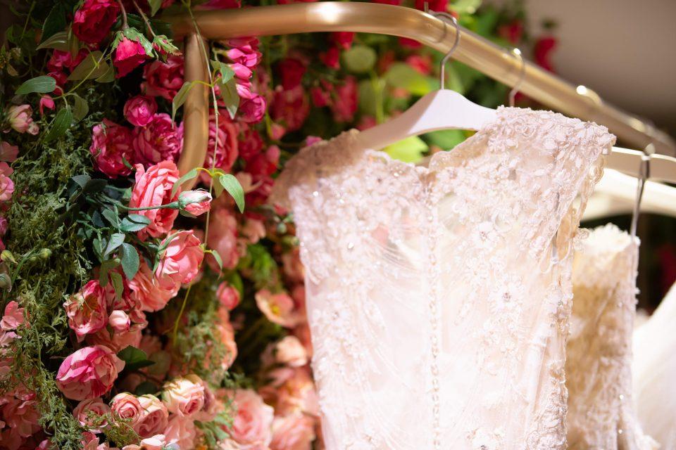 気取らず、私らしく。カジュアルな結婚式にオススメのドレス選びとは?