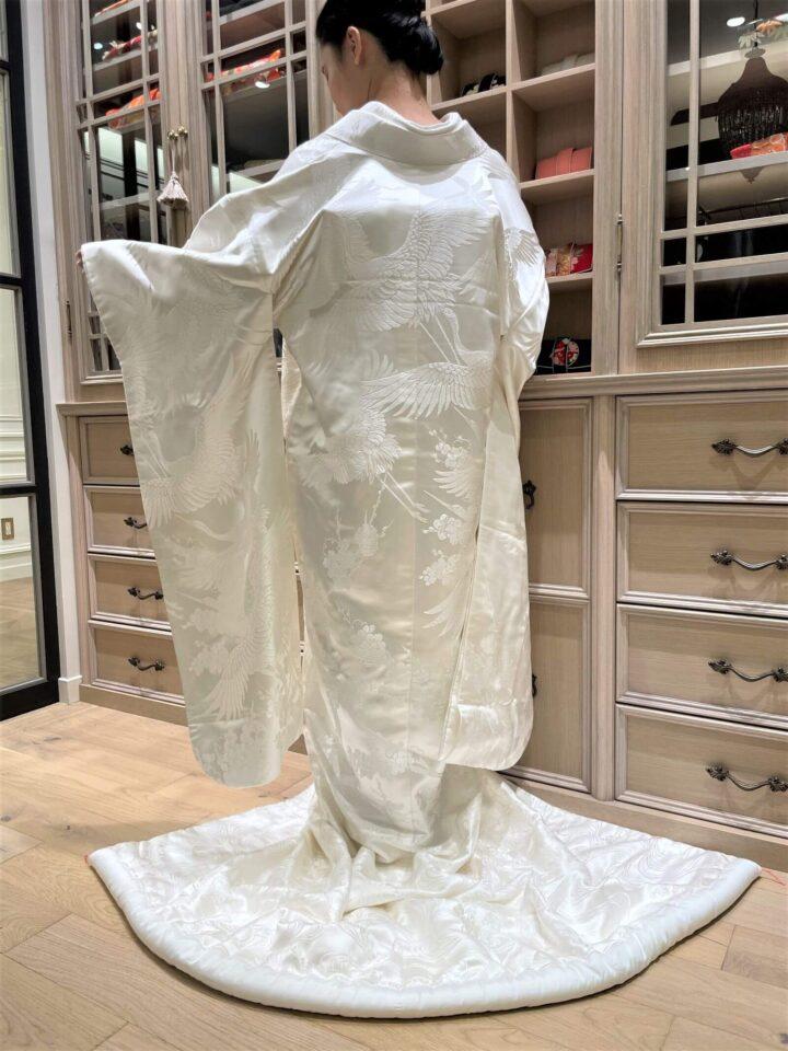 平織、鶴と梅の描かれた白無垢