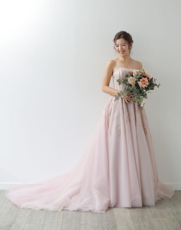 肌馴染みの良いダスティピンクが魅力のAuthentique(オーセンティック)オリジナルカラードレス