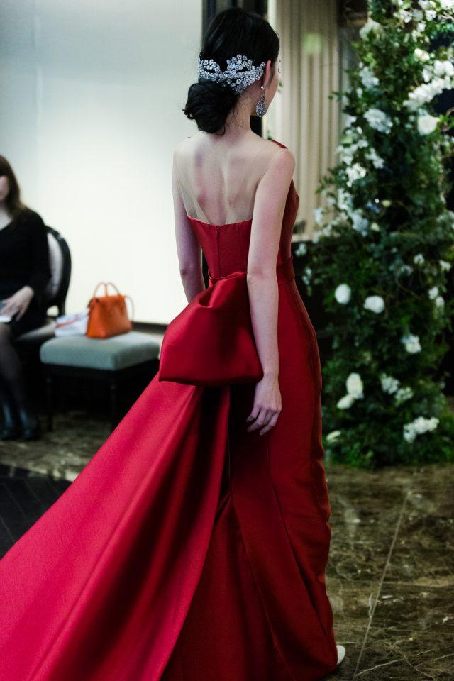 INES DI SANTO(イネスディサント)のラグジュアリーなカラードレスを纏ったスタイリッシュコーデ