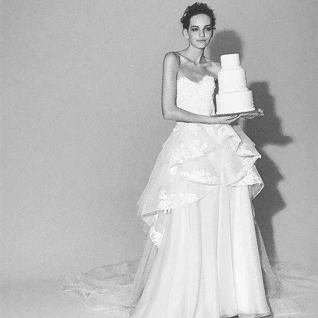 洗練されたドレスにうっとり…リーム・アクラの特徴3選