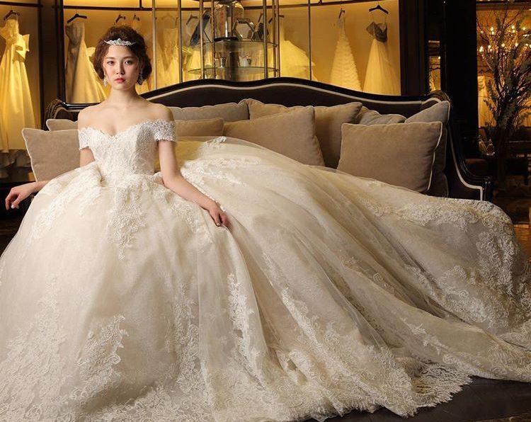 cfec5a09cc672 こだわりのデザインで魅せる♡大人花嫁さまの為のプリンセスラインドレス
