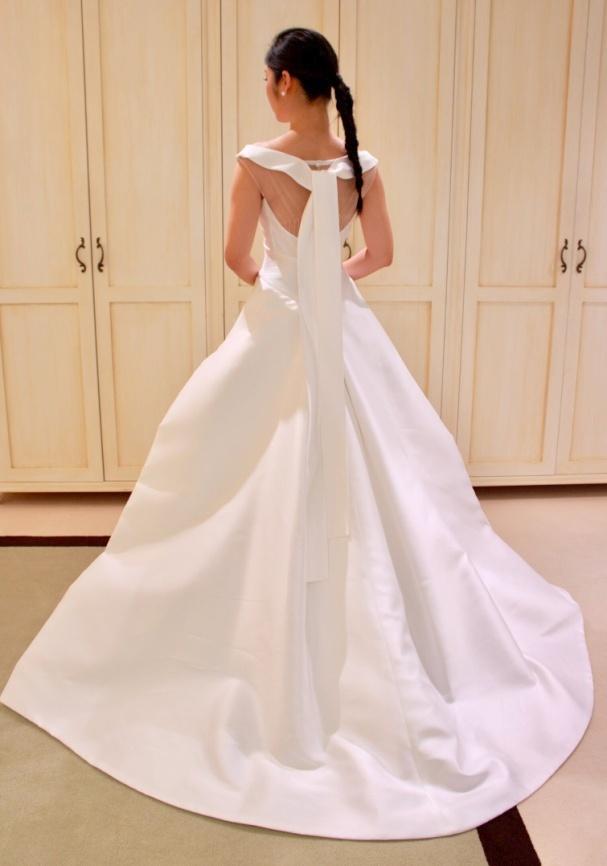 Peter Langner(ピーター・ラングナー)の上品なウエディングドレス