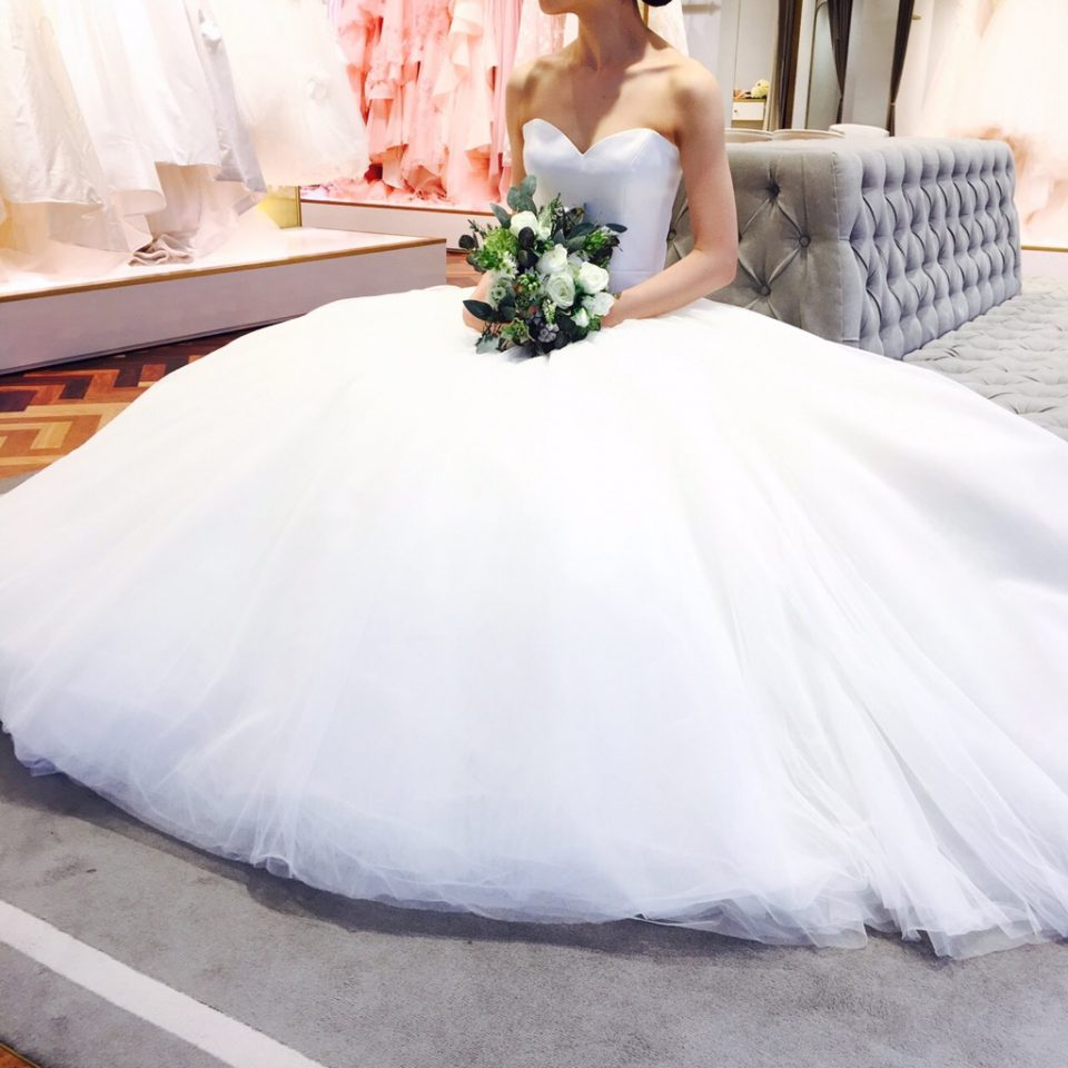 花嫁が持つ魅力や個性を美しく導くViktor & Rolf (ヴィクターアンドロルフ)