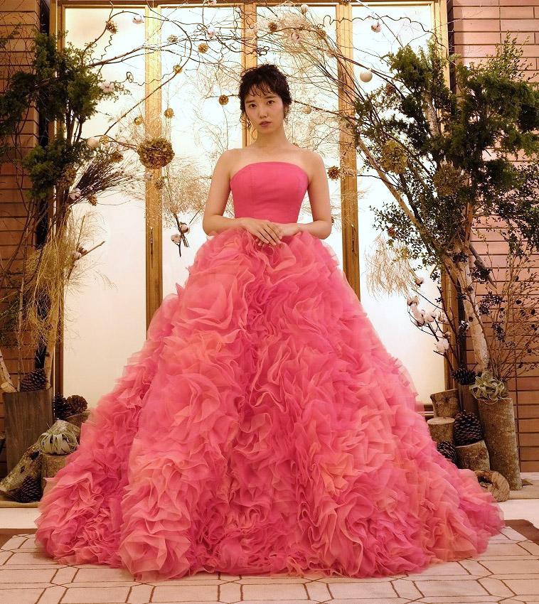 鮮やかなピンクカラーで可愛らしい花嫁さまに♡